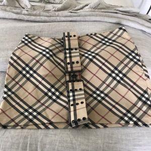 Woman's Burberry skirt size 6